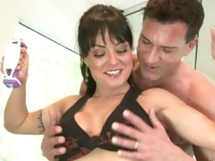 Non-native milf Mahina Zaltana gets horny at the gym