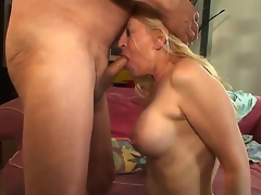 Busty milf Robin Pachino opens her transmissible brashness added to sucks a heavy added to tasty dick
