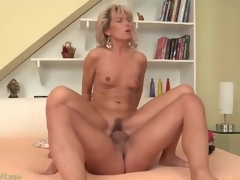 Tight mom vagina bounces on big young gumshoe