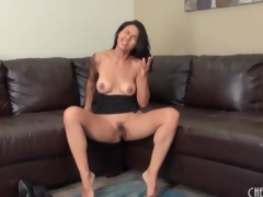 Masturbating milf with a morose sleeve pit-a-pat