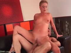 Short hair blonde mature drilled in niggardly cunt