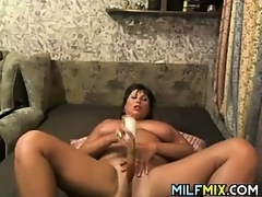 Beamy Mammy Masturbating