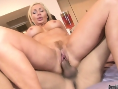 Blonde cougar babe Lisa DeMarco possessions slammed in her trimmed pussy and jizzed in her brashness