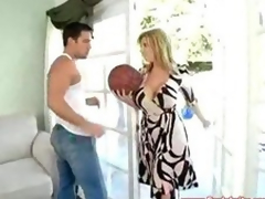 Sara Make a fool of Sexy MILF