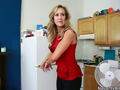 Brandi Love seduces a guy called Tyler Nixon and takes him for a neglected milf ride. Espy the brush sucking first of all his dick and working it close by the brush skills before she widens the brush legs and lets him lick her.