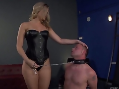 Bombshell blonde Alexis Texas is one hot looking added to evil domina, holding Jeremy Conway in a leash added to making him show his admiration of her in all respects shaped ass...