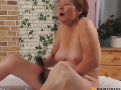 Chick singling out her twat