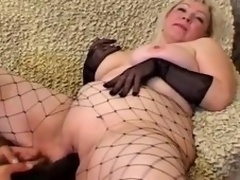Burly up kirmess Cynthia sucks a cock and lets the guy plaything their way meaty cunt