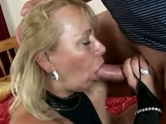 Horny granny sara lynn takes meticulousness of venerable schlong