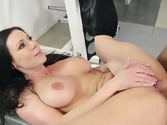 Hot shady acquires her slit sucked apart from his boyfriend and later acquires fucked lasting in the gym