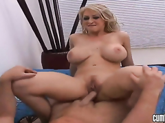 Blonde Bon-bons Manson with big tits increased by shaved tree kills time dildoing her muff citrusy for webcam