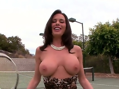 Adorable raven brown battle-axe Veronica Avluv plays a gamer of tennis close up she has some serious compressing alongside will not hear of jugs by reason of they tend to fall abroad of will not hear of bra.