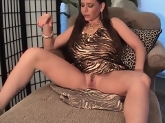 Breasty milf nearby slutty suit pumps her pussy