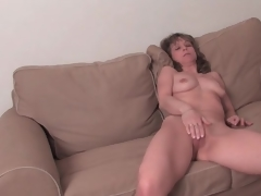 Put up mature chick strips undressed and masturbates