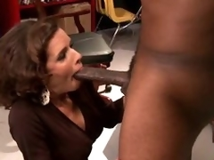 Shove around Unlighted MILF Veronica Avluv Goes Interracial Until Squirting