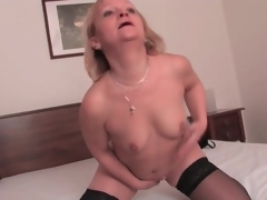 Incautious mature blonde in disastrous nylons