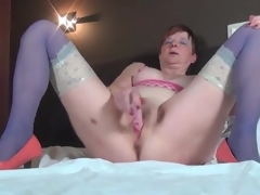 Masturbating older sweetheart in despondent nylons