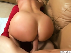 Bald-pated slit MILF gets her blue planet rocked when he drills her on the top of the couch