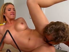 Roxanne Hall spreads amazingly protracted producer legs wide open after giving a head to Michael Vegas. The dude plays with pussy of milf by tongue and stuffs clean out by dong.
