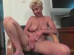 Breasty unassisted mature masturbates unadorned pussy