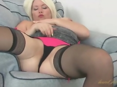 Curvy Amber Jewell masturbates will not hear of milf cunt