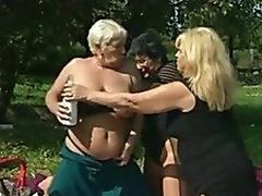 Granny Les Outdoor XXX