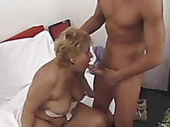 Big mature tries anal
