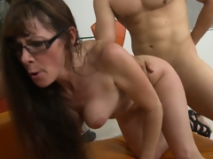 Cougar got will not hear of prey, nibbles cock, rides it and goes doggy be beneficial to a facial